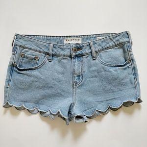 Bullhead scalloped edges denim shorts sz 9